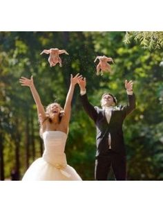 When weird wedding pictures reach whole new heights. Wedding Car, Wedding Night, On Your Wedding Day, Wedding Tips, Awkward Wedding Photos, Wedding Pictures, Intimate Photos, Groom Looks, New Wife