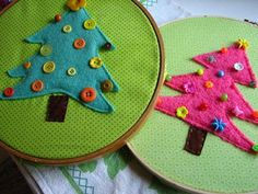 scrumdilly-do!: Holiday Countdown: Felty Button Tree, pink and green mama made a variation of this as well. Christmas Crafts For Kids, Felt Christmas, Christmas Projects, All Things Christmas, Holiday Crafts, Christmas Goodies, Popcorn Garland, Button Tree, Holiday Countdown