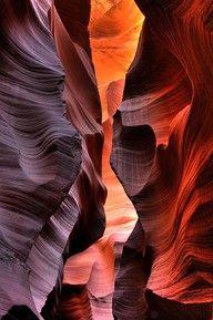 ANTELOPE CANYON, Arizona, USA. #DestinationOfTheDay #Lingualia