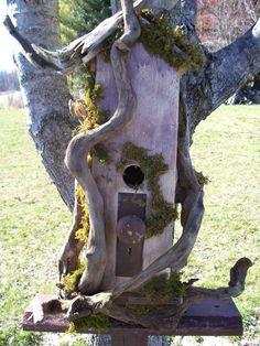 Driftwood bird house  Bird House Ideas http://socialaffiliate.wix.com/bird-houses http://buildbirdhouses.blogspot.ca/