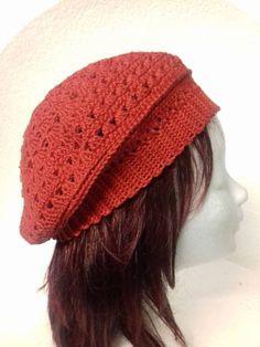 Rode dames baret €22,50 Deze katoenen dames baret, is een van een collectie handgemaakte baretten voor wie net iets anders zoekt. Dit model is gehaakt in de kleur rood. Een super leuke aanwinst voor jouw garderobe als je van een romantisch en vrouwelijke uitstraling houdt. Crochet Ideas, Crochet Patterns, Crochet Hooks, Diy Projects, Style, Farmhouse Rugs, Outfits, Crochet, Swag