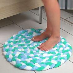 Recycled Towel Bathmat    Full instructions: bzfd.it/2cTZdPU