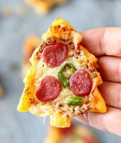 Looking for easy Christmas appetizers? Try this Christmas Tree Mini Pizza. This is the perfect Holiday Small Bite Party Appetizer. Ready in 30 minutes these mini pizzas are definitely crowd-pleasers! Holiday Party Appetizers, Appetizers For Kids, Holiday Snacks, Easy Appetizer Recipes, Holiday Recipes, Appetizer Ideas, Party Snacks, Mini Appetizers, Recipes Dinner