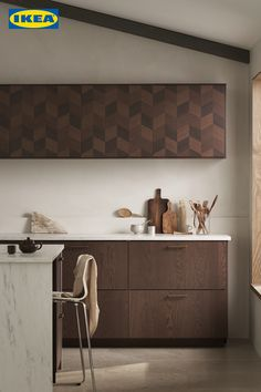 Entdecke jetzt unsere neuen SINARP & HASSLAP Küchenfronten. ✨ Design Your Kitchen, New Kitchen, Ikea Fans, Ikea New, Dark Wood Kitchens, Modern Ikea Kitchens, Turbulence Deco, Ikea Family, Corner Wall