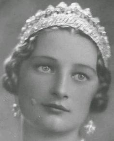 Tiara Mania: Nine Provinces Tiara worn by Queen Astrid of Belgium