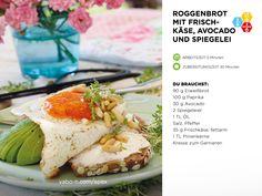 Du planst für's kommende Wochenende ein tolles Frühstück für deine Freunde vorzubereiten? 😍 Dann haben wir heute das ideale Rezept für dich – Roggenbrot mit Frischkäse, Avocado und Spiegelei.  1. Das Brot schneiden und fettfrei anrösten.  2. Das Spiegelei in der Pfanne anbraten und nach Wunsch wenden.  3. Die Avocado halbieren, entkernen, schneiden, salzen und pfeffern.  4. Die Brotscheiben auf einen Teller legen und nach Lust und Laune mit den Zutaten belegen und genießen! Avocado, Rye Bread, Teller, Camembert Cheese, Food, Fried Eggs, Browning, Wish, Lawyer
