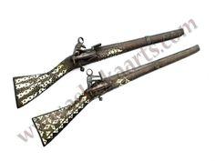 Curiós model  Persa a mig camí entre una pistola i una carrabina d'inicis del segle XIX, amb una evolució Turca del Pany Miquelet.