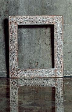Необычный орнамент делает ее одновременно изящной и в меру простой. Строгие геометрические фигуры, переплетающиеся с затейливой вязью, – тот выигрышный вариант, который будет уместно смотреться не только в классических интерьерах, но и строгих, современных. Brown Wall Mirrors, Hallway Mirror, Wall Mounted Mirror, Industrial Bathroom Mirrors, Decorative Bathroom Mirrors, Bathroom Shelves, Custom Mirrors, Brown Walls, Large Bathrooms