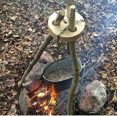Great bushcraft tips that all survival hardcore will certainly desire to master right now. This is most important for bushcraft survival and will certainly spare your life. Bushcraft Camping, Diy Camping, Bushcraft Gear, Camping Crafts, Camping Survival, Outdoor Survival, Camping Hacks, Outdoor Camping, Camping Cooking