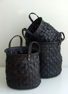 Recycled tire baskets. Very interesting! Garage organization?((bicycle-tubes-sykkelslanger-diy-craft))