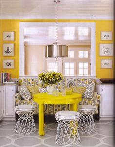 Décoration intérieure / Cuisine salle à manger coin repas / Jaune blanc / Classique élégant / inspiration / table banquette peinture murale