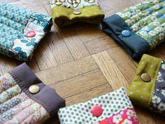 Monomanie - La cabane d'Elilou   blog couture Blog Couture, Sewing, Scrappy Quilts, Couture Sac, Masks, Clutch Bags, Cabin, Dressmaking, Couture