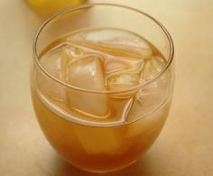 Apple Pie : Vanilla Vodka, Apple Cider, Ice and Cinnamon.