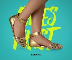 Essa vai para quem estava loucamente atrás de uma sapatilha dourada.  Glamour glamour glamour! #tanarabrasil #instashoes