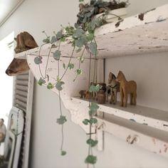 More Decoration : http://www.kadinika.com #vintage #life #old #country #countrylife #countryliving #nordic #nordisk #nordisklandstil #france #fransk #fransklantstil #decoration #interior #indretning #inspiration #bolig #boligindretning #brocante #loppis #loppefund #loppemarked #flowers #gammelt #legetøj #love #my #home  Lidt fra stuen.. Skøn & dejlig solskins Torsdag
