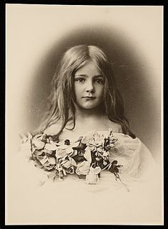 Nancy Brush, ca. 1900 / unidentified photographer. Nancy Douglas Bowditch papers, Archives of American Art, Smithsonian Institution