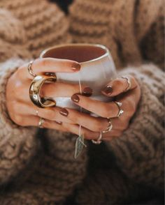17 Ideas For Morning Coffee Photography Inspiration Lifestyle Coffee Photography, Jewelry Photography, Photo Main, Hand Pose, Autumn Tea, Nail Length, Coffee Pictures, Coffee And Books, Cute Nail Designs