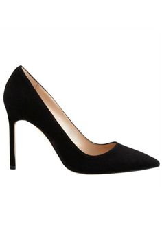 11 shoes that EVERY woman should own in her closet: classic black pumps