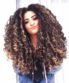 Really Curly Hair, Long Curly Hair, Big Hair, Curly Hair Styles, Natural Hair Care Tips, Natural Hair Styles, Colored Curly Hair, Afro, Cool Hair Color