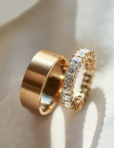 Wedding bands for the bride and groom. wedding bands His and Hers Dream Engagement Rings, Rose Gold Engagement, Vintage Engagement Rings, Solitaire Engagement, Modern Wedding Rings, Diamond Wedding Rings, Wedding Men, Cake Wedding, Groom Wedding Bands