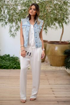 fashion style jeans white jumpsuit look Fast Fashion, Look Fashion, Girl Fashion, Fashion Outfits, Womens Fashion, Vest Outfits, Casual Outfits, Gilet Jeans, Latest Fashion Trends