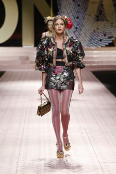 fbd3ce9cdd6 Discover Videos and Pictures of Dolce  amp  Gabbana Summer 2019 Womenswear  Catwalk Fashion Show.
