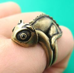 Iguana Chameleon Animal Wrap Around Hug Ring in Brass