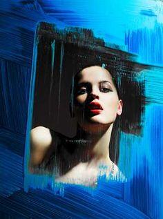 Alexander Straulino | Trunk Archive, Blue Window, 2010 / 2016 © www.lumas.de/ #Lumas,  Akt,  Akte,  beatuty,  blau,  erotisch,  Fotografie,  Frau,  Frauen,  Gesicht,  Gesichter,  Lippen,  Lippenstift,  Malerei,  Menschen,  Mode,  Portrait,  Prominenter,  sinnlich