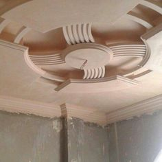 When most of us think about the ceiling for our homes, the thing that comes to our mind is white and flat. Plaster Ceiling Design, Gypsum Ceiling Design, Interior Ceiling Design, House Ceiling Design, Ceiling Design Living Room, Bedroom False Ceiling Design, Ceiling Decor, Interior Design Living Room, Beautiful Ceiling Designs