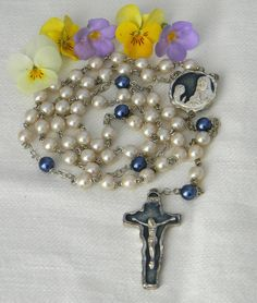 "Vintage Catholic White Grey Pearl Rosary Enclosed Mustard Seed Modernist 22"" 1920s Art Deco, Pearl Grey, Mustard Seed, Catholic, Athlete, Marble, Bronze, Base, Christian"