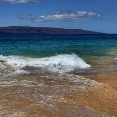 More beach time? Yes, please! #UncontainedLife #PacificOcean #VisitMaui #beach http://ift.tt/1u7EAhy