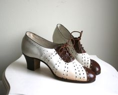 1930s women's perforated two tone spectator shoes