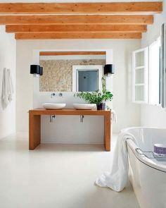 Natursteinwand Waschbecken Unterschrank Holz Balken Decke