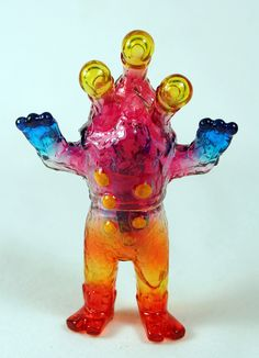 Alien Argus mini custom by Mark Nagata. Using Monster Kolor paints on clear Japanese soft vinyl. Oct 2011. about 4 inches tall. #toys #collectibles #kaiju #art