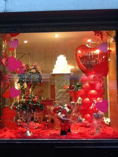 46 Lovely Valentine Window Decoration Ideas - Everyone thinks of chocolates and red roses for Valentine's Day. But there are other ways to show your Valentine how much you care that will create wo. Window Display Retail, Shop Window Displays, Retail Windows, Store Windows, Design Café, Design Food, Flower Shop Decor, D House, Diy Valentine