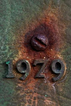 Old metal textures and colours (The Bell). Reds, browns and greens. Texture Metal, Foto Macro, Backgrounds Wallpapers, Rust Never Sleeps, Rust In Peace, Bulletins, Rusted Metal, Peeling Paint, Letters And Numbers