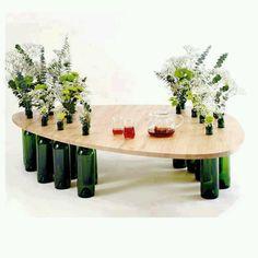 Una mesa hecha con botellas recicladas, genial!!! #reciclaje #muebles