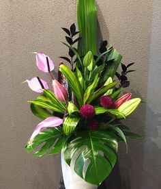 "Lisa kyriazis on Instagram: ""Large ceramic arrangement #photooftheday #instaflowers #freshflowers #adelaideflorist #flowers #greenery"" Spring Party, Floral Designs, Fresh Flowers, Floral Arrangements, Wedding Bouquets, Greenery, Florals, Life Hacks, Lisa"