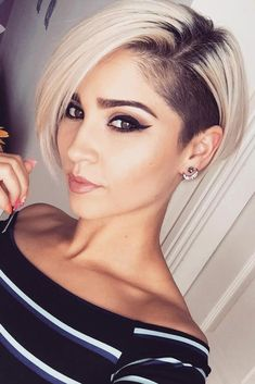 Pixie Schnitt mit Undercut # … Pixie cut with undercut hair style # … Thin Hair Haircuts, Haircut For Thick Hair, Short Pixie Haircuts, Short Bob Hairstyles, Cool Hairstyles, Short Hair With Undercut, Undercut Ponytail, Undercut Hairstyles Women, Wedge Hairstyles