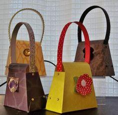 Mini bourses pour insérer bijoux, petite gâterie ou utiliser comme marque place.  Par Carterie Caro