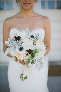 San Francisco Vintage glam wedding - http://fabyoubliss.com/2014/05/23/sparkly-gold-vintage-california-glam-wedding-part-one/