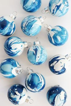 DIY Indigo Marbled Ornaments - DIY Christmas Gifts Better Than Store-Bought Presents - Photos Noel Christmas, Diy Christmas Ornaments, Christmas Projects, Winter Christmas, Holiday Crafts, Ornaments Ideas, Christmas Ideas, Ornaments Design, Christmas Movies