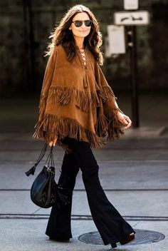 poncho-franjas-jeans-flare