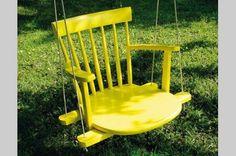 Con el asiento, respaldo y apoya brazos de una silla vieja, se hizo esta hamaca para niños