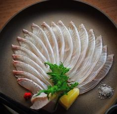SUSHI — Flounder Sashimi. Photo by @fishnude. Sashimi Sushi, Salmon Sashimi, Sushi Design, Food Design, Sushi Love, Sushi Party, Sushi Chef, Whole Food Recipes, Wine Recipes