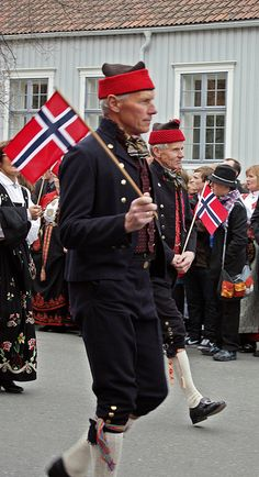 These men's costumes are from the Røros district.