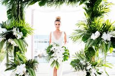 Are you thinking about having your wedding by the beach? Are you wondering the best beach wedding flowers to celebrate your union? Here are some of the best ideas for beach wedding flowers you should consider. Tropical Wedding Decor, Palm Wedding, Luxe Wedding, Hawaii Wedding, Destination Wedding, Wedding Ceremony, Tropical Weddings, Ceremony Arch, Dream Wedding