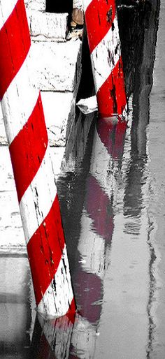 venezia, stripes Beautiful Architecture, Beautiful Buildings, Beautiful Places, Culture Of Italy, Venice Travel, Red Led, Red And Grey, Black, Shades Of Red