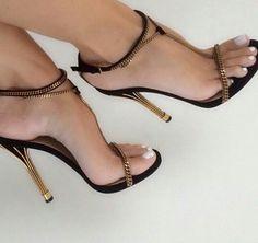 #thefashionmuffin #sexyheels #heels #fashionista