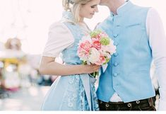 BUNTE KIRTAGLIEBE  bridal bouquet: Petra Mueller Blumen